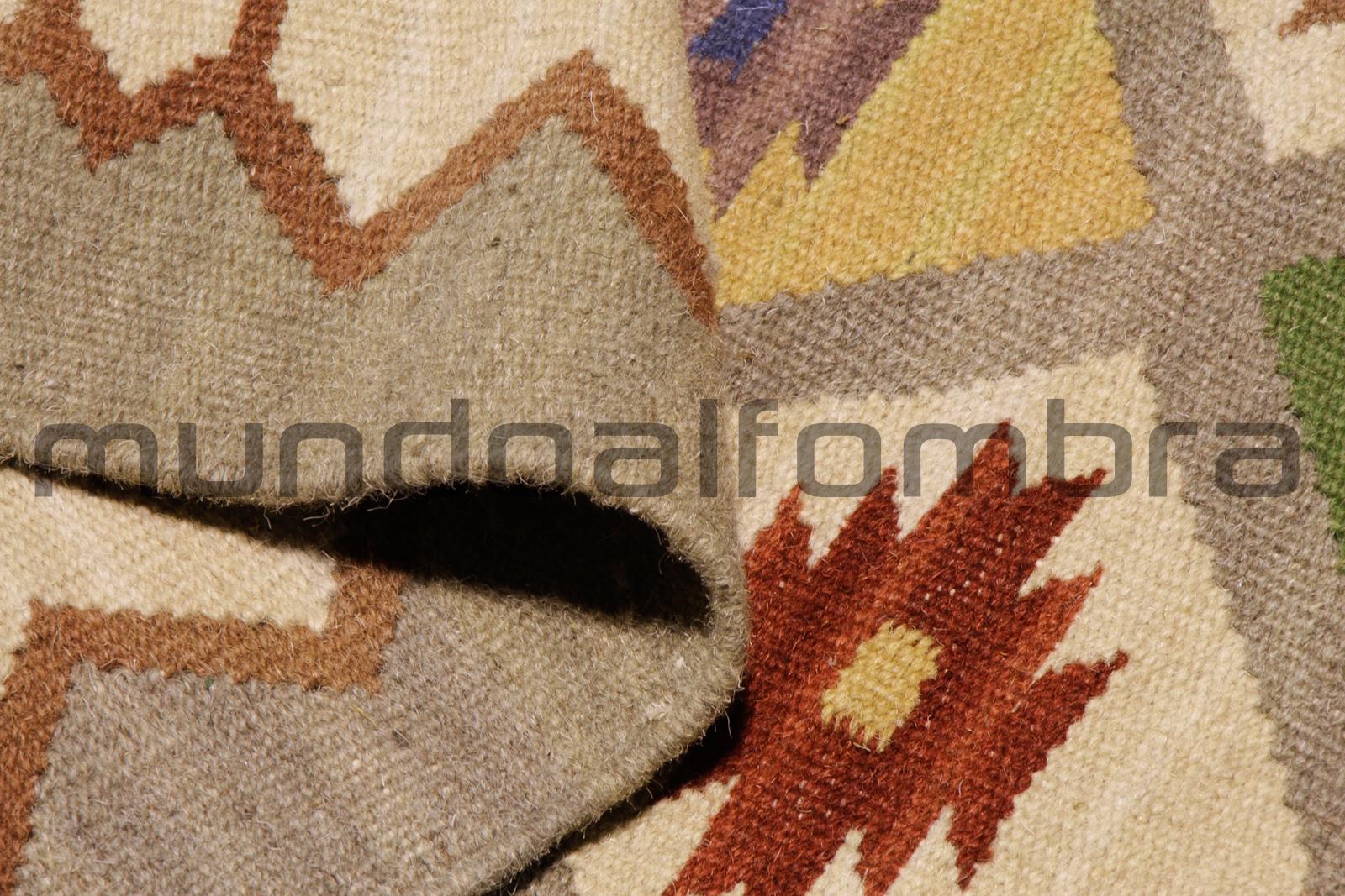 Alfombra de lana modelo Kilim disponible en mundoalfombra.com