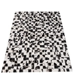 Alfombra de Piel Blanco Negro. Cuadros 5x5 cm. Estilo Patchwork.
