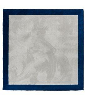 Alfombra Tesa con Marco a Medida. Base Gris 74. Greca Azul 86 de 15 cm. Borde Cinta Canto.