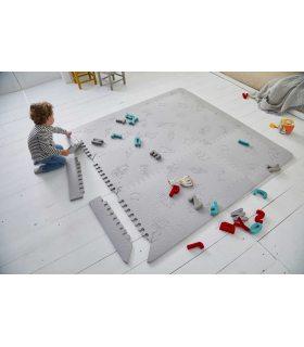 Alfombra Colchoneta Infantil. Color Gris. Foto Habitación.