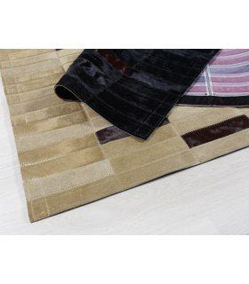 Alfombra de Piel diseñada por cliente. Colores Negro, Marrón y Beig. Detalle.