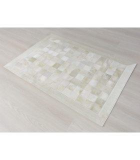 Alfombra de piel Banca. Modelo Patchwork White 10x10. Borde con Cenefa de 10 cm.
