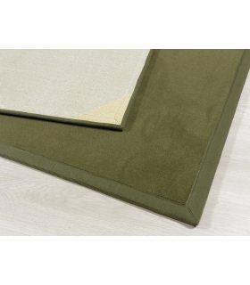 Craster 907 Verde. Alfombra de lana a medida. Borde Cenefa Tela PE Musgo.