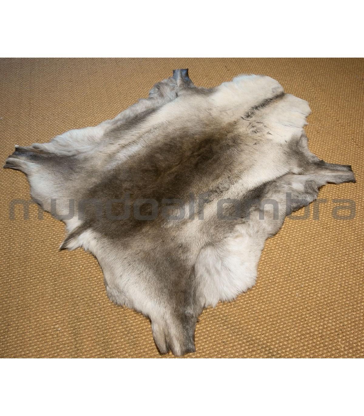Alfombra online de piel de Reno online. Tamaño aprox 100x150 cm.