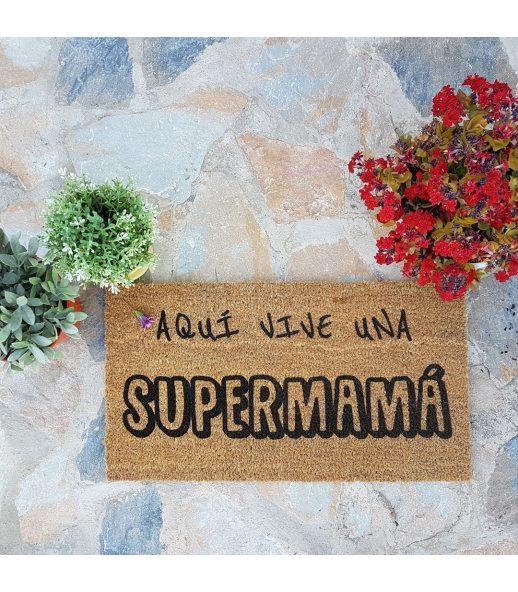 Felpudo SUPERMAMA. Tamaño 33x60 cm.