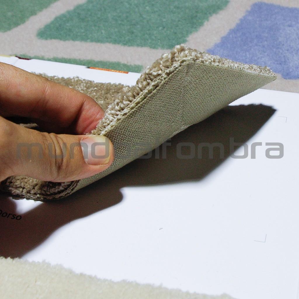 alfombra con acabado de cinta pegada al dorso