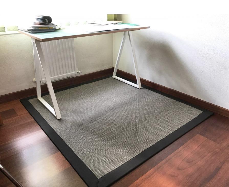 Nuestra alfombra de vinilo lavable VINILO DB. Alfombra a medida disponible en multitud de colores y acabados. Foto de cliente.