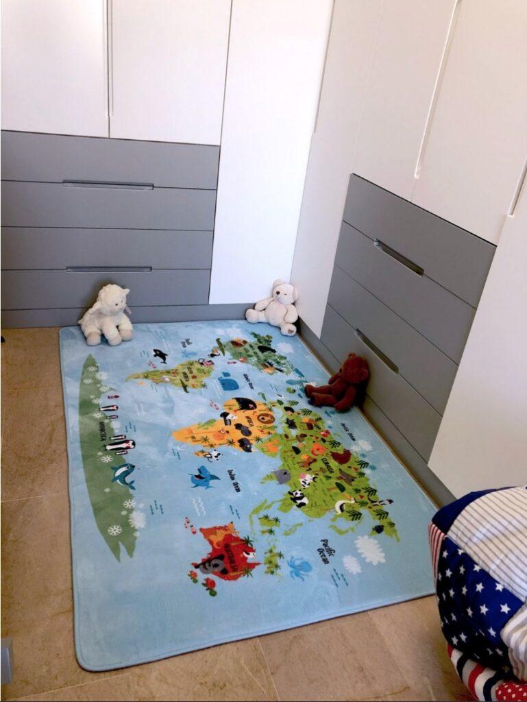 Nuestra alfombra infantil lavable y mullida WORLDMAP. Foto de cliente.