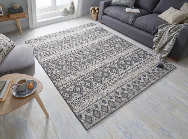 Nuestra alfombra estilo manual para exteriores e interiores KINSLEY HERNE.