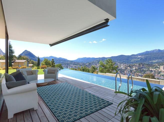 Nuestra alfombra para exteriores e interiores CLAIRE 5. Alfombra fina con estampado geométrico disponible en tres colores.